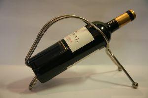 Postříbřený stojan na víno